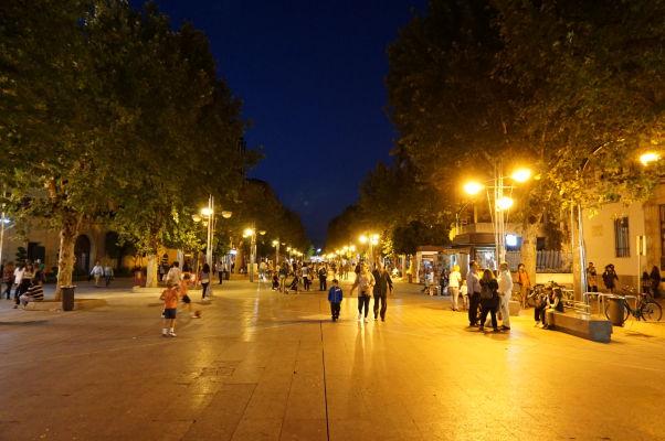 Bulvár Avenida del Gran Capitán v Córdobe