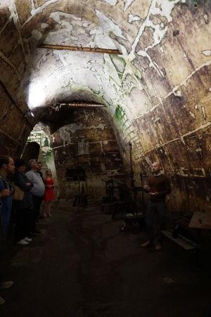 Podzemné chodby v Reims pre skladovanie šampanského - prehliadka je väčšinou s výkladom