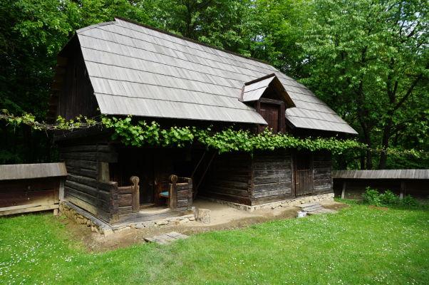 Drevený domček v skanzene v Sibiu