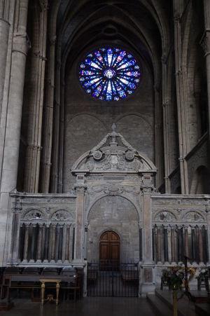 Bazilika sv. Remigia v Reims - Krížna loď a vitráž