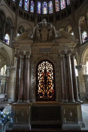 Bazilika sv. Remigia v Reims - Relikviár s pozostatkami svätca