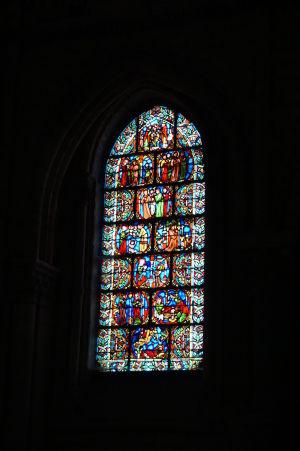 V Bazilike sv. Remigia v Reims sa nachádza množstvo farebných vitrážových okien