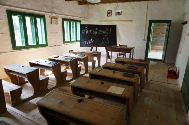 Drevená škola v skanzene v Sibiu