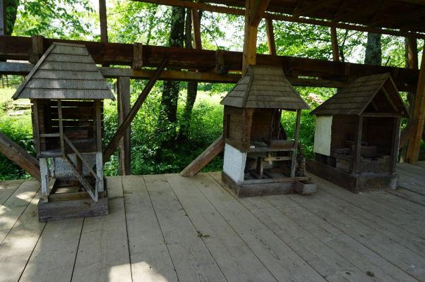 Modely zariadení poháňaných vodnými mlynmi v skanzene v Sibiu