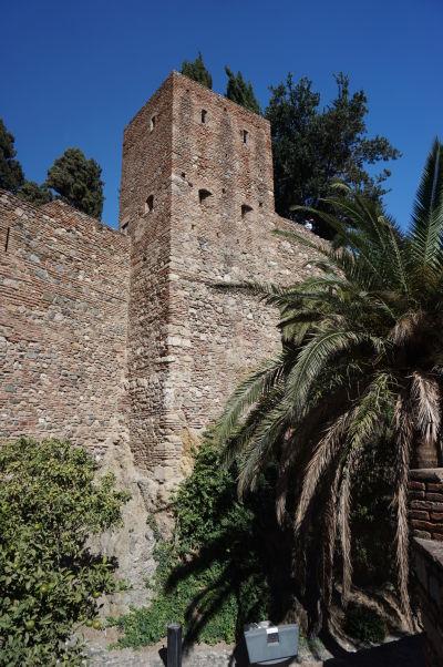 Vonkajší obranný múr pevnosti Alcazaba v Málage