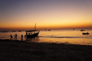 Západ Slnka na Zanzibare bude vždy trošku gýčový