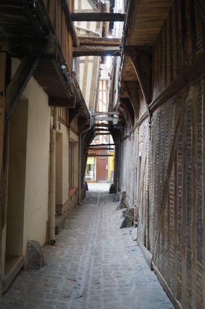 Úzka Mačacia ulica (Rue de Chats) v Troyes