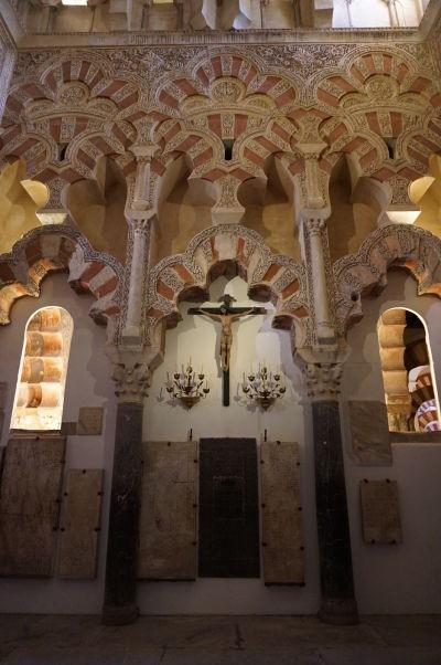 Typické maurské dekorácie v Mešite-katedrále (Mezquite) v Córdobe
