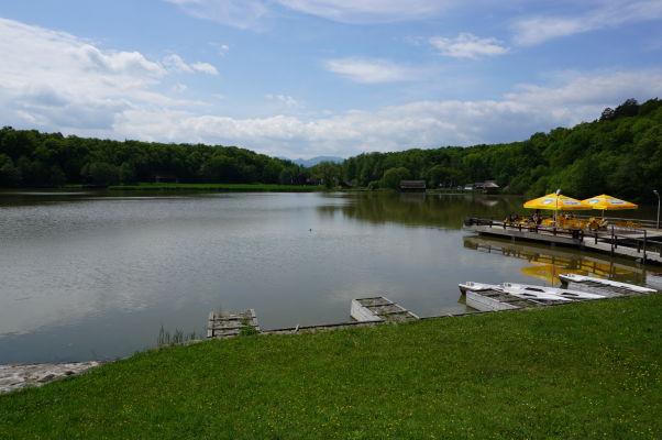 Veľké jazero v skanzene v Sibiu
