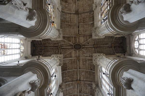 Atypický strop kostola sv. Panteléona (Église Saint-Pantaléon) v Troyes