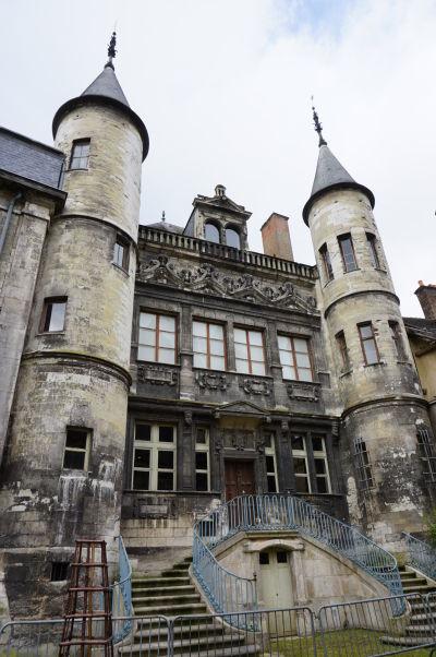 Budova múzea Musée de Vauluisant - Musée de la Bonneterie v Troyes