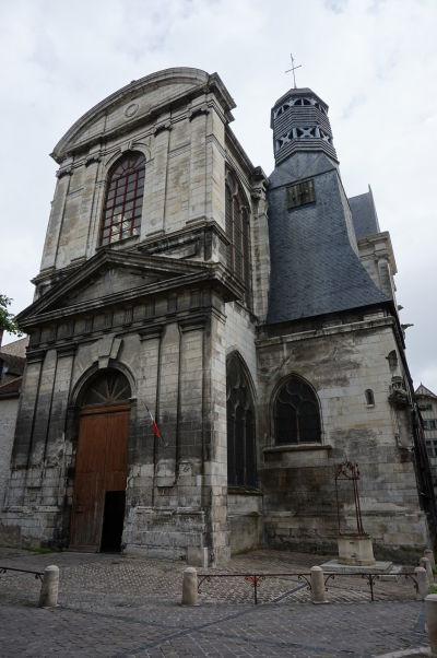 Kostol sv. Panteléona (Église Saint-Pantaléon) v Troyes, s atypickou osemuholníkovou vežou