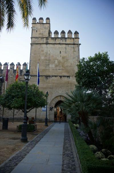 Levia veža (Torre de los Leones) v kráľovskom paláci Alcázar v Córdobe - Veža zároveň slúži ako vstupná brána a je najstaršou v celom paláci (13. storočie)