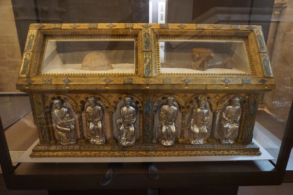 Zlatý relikviár v Katedrále sv. Petra a Pavla v Troyes
