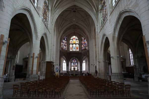 Hlavná loď Kostola sv. Niziera (Église Saint-Nizier) v Troyes