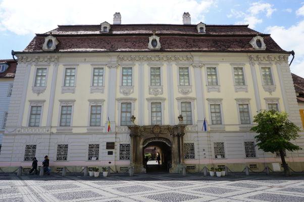 Brukenthalov palác v Sibiu - sídli tu Národné Brukenthalovo múzeum, jedno z najstarších na svete