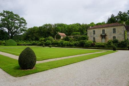 Záhrada za kláštorom a lekáreň