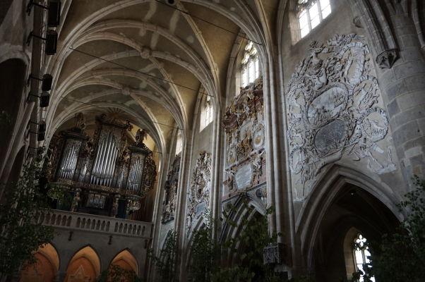 Hlavná loď a organ v Evanjelickej katedrále sv. Márie v Sibiu