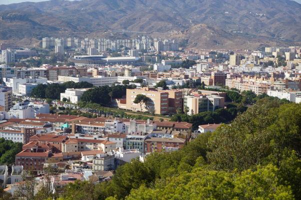 Univerzita v Málage a za ňou futbalový štadión prvoligového teamu Málaga CF