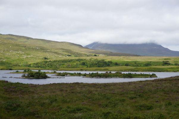 Národný park Glenveagh v Írsku - parku dominuje rozsiahle jazero Lough Veagh, na ktorom nájdeme niekoľko zalestnených ostrovčekov
