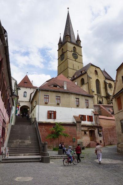 """""""Schodisková pasáž"""" v Sibiu, pod luteránskou katedrálou"""
