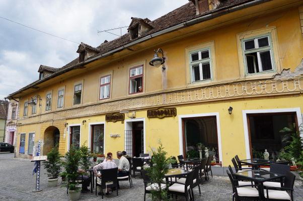 Kamenné uličky a farebné domčeky Dolného mesta v Sibiu