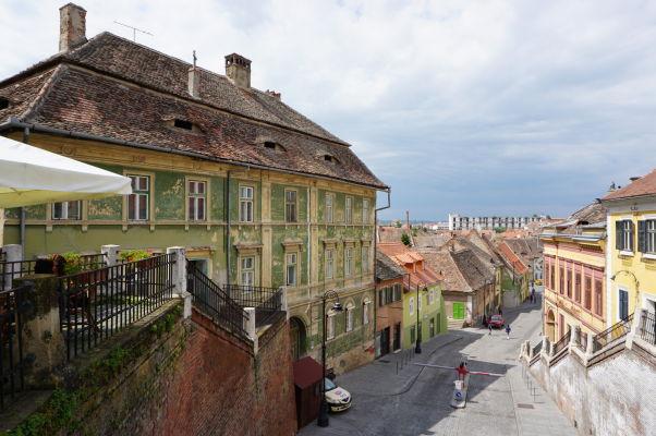 Kamenné uličky a malebné domčeky Dolného mesta v Sibiu