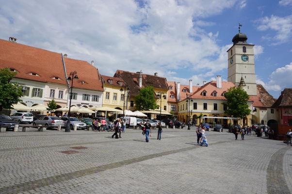 Malé námestie v Sibiu - vpravo Radničná veža