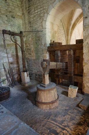 A vodou poháňané kladivo v kováčskej dielni