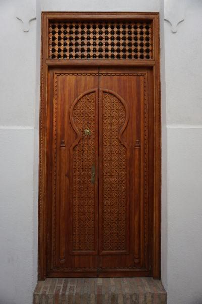 V moslimskej kultúre je dôležitý dôraz na zdobenosť vchodu, čo je dedičstvo, ktoré je možné pozorovať i v Córdobe