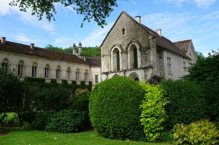 Rezidencia dnešných majiteľov kláštora - kedysi jedáleň (refektórium) a väzenie