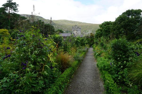 Záhrada v areáli zámku Glenveagh v rovnomennom národnom parku v Írsku