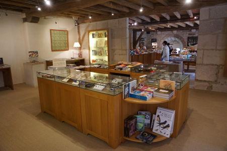 Obchod so suvenírmi v útrobách bývalej pekárne