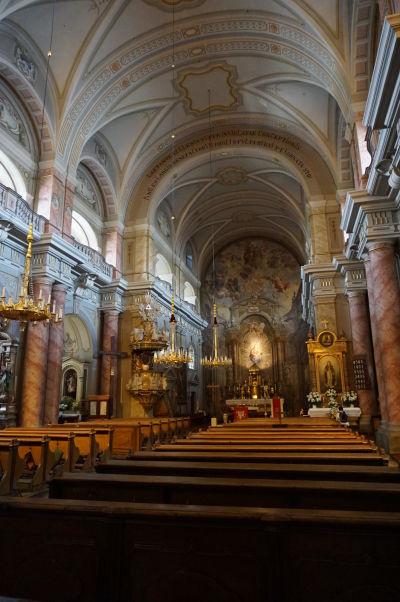 Hlavná loď Kostola sv. Trojice v Sibiu - jezuitského chrámu z 18. storočia