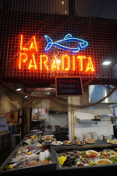 Stánok s občerstvením na tržnici Merced v Málage