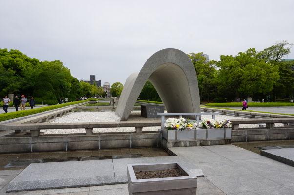 Hrob neznámeho vojaka v Parku mierového memoriálu v Hirošime