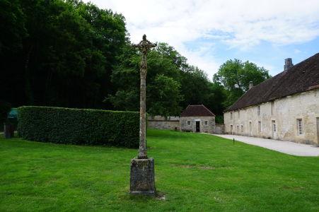 Malý kríž pred kláštorom