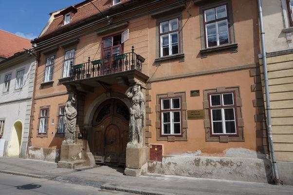 Dom s karyatidami (Casa cu Cariatide) v Sibiu