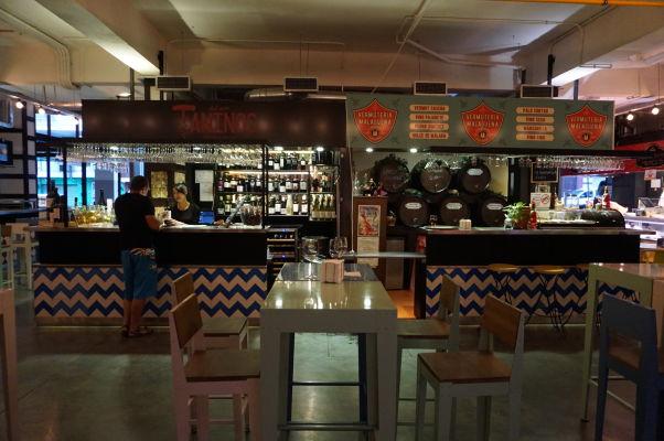 Stánky s občerstvením na tržnici Merced v Málage