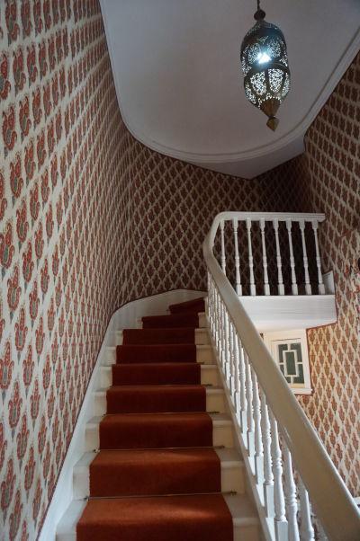 Jedno zo schodísk v zámku Glenveagh v Írsku