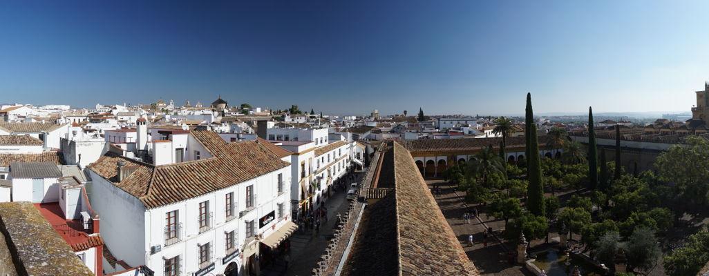 Výhľad na Córdobu a Nádvorie pomarančovníkov z veže Mezquity (bývalého minaretu)