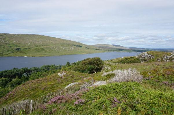 Národný park Glenveagh v Írsku - parku dominuje rozsiahle jazero Lough Veagh, ktoré je možné obdivovať z okolitých kopcov