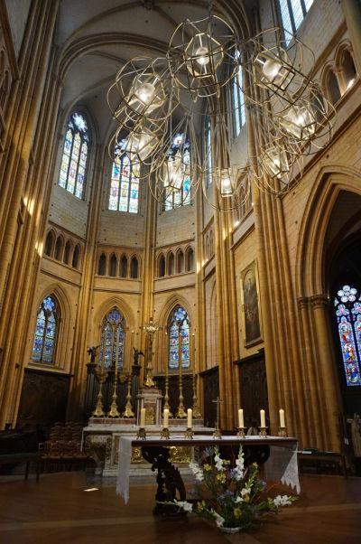 Presbytérium a hlavný oltár v Katedrále sv. Benigna v Dijone