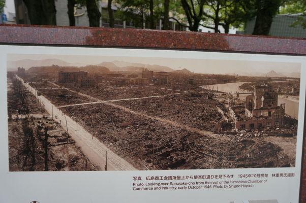Fotografia Hirošimy po výbuchu bomby - Atómový dóm stojí ako jediný široko ďaleko