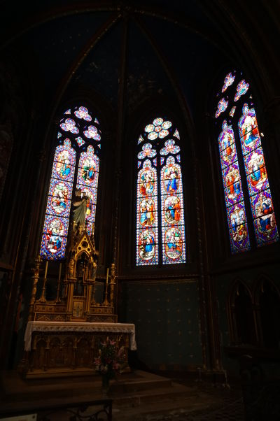Bočný oltár v Katedrále sv. Benigna v Dijone