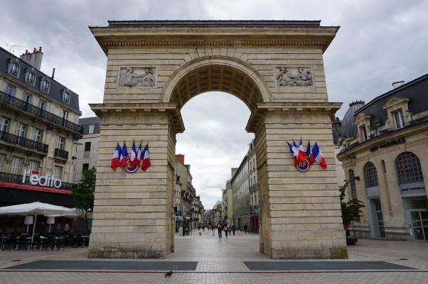 Viliamova brána (Porte Guillaume) v Dijone, ktorá stojí na začiatku ulice Rue de la Liberté