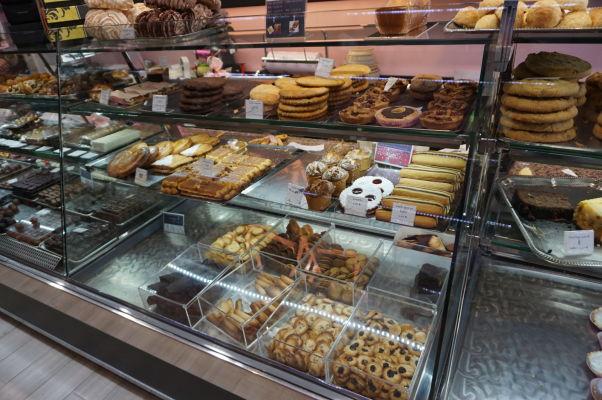 Jedna z cukrární a pekární na ulici Rue de la Liberté v Dijone