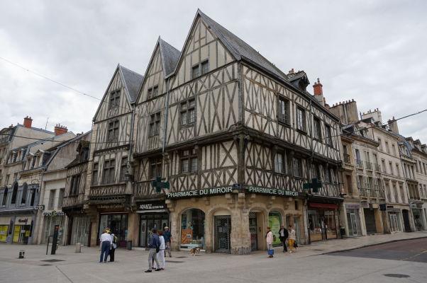 Stredoveký dom na námestí Place François-Rude v Dijone