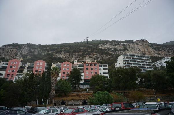 Lanovka na Gibraltári vedúca z mesta na Skalu