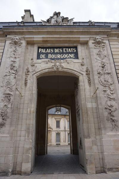 Bočná brána do Stavovského paláca (Palác vojvodov) v Dijone